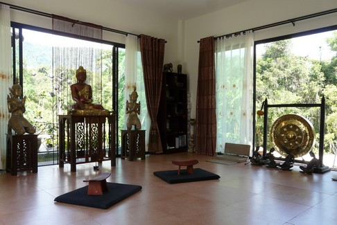 soins du corps et de l 39 esprit massages et meditation. Black Bedroom Furniture Sets. Home Design Ideas