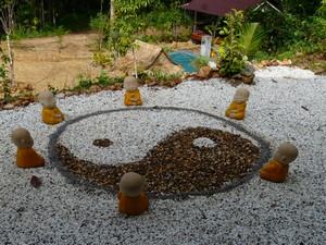 Centre de meditation bouddhiste en thailande for Jardin yin yang